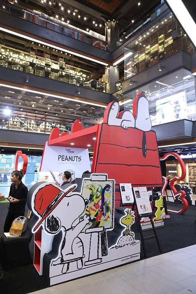 泰國曼谷三間人氣商場,現正舉行「Peanuts Global Artist Collective」的展覽會。(作者提供)