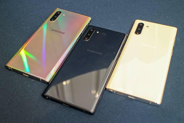 新機顏色有幻光、幻黑和幻白,256GB的Note 10+版本只有幻光和幻黑兩色。