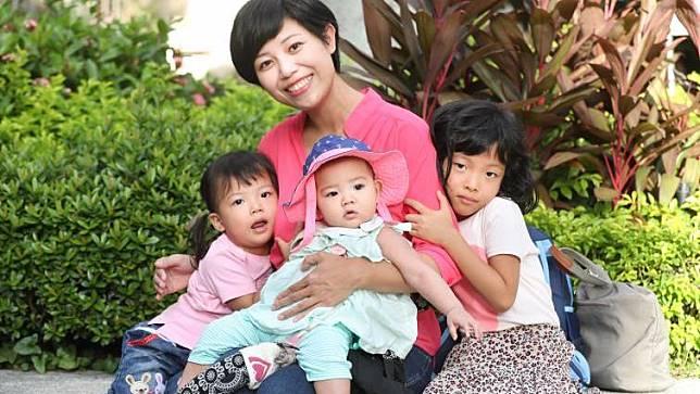 太偉大了!老三出生十天成了單親媽媽的她,卻感謝婚姻的熬煉