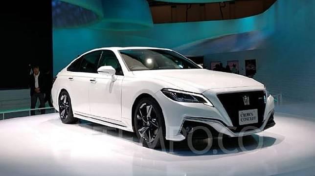 Toyota Crown Concept saat dipamerkan di Tokyo Motor Show, Tokyo, Jepang, 25 Oktober 2019. TEMPO/Wawan Priyanto.