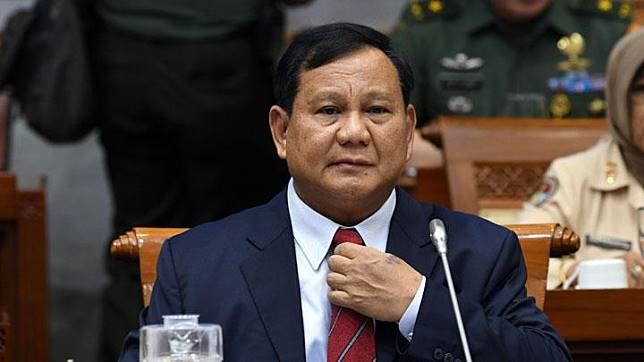 Defense Minister Prabowo Subianto prepares to meet with lawmakers of the House's Commission I at the Parliament Complex in Senayan, Jakarta, Monday, November 11, 2019. ANTARA