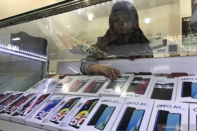 Uji coba pembatasan IMEI tuai pro-kontra pedagang ponsel
