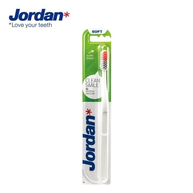 詳細介紹 商品規格 商品簡述 Jordan 清新酷炫牙刷(軟毛) 品牌 JORDAN 規格 一支 原產地 台灣 深、寬、高 2x4.3x23cm 淨重 20 g 保存環境 室溫 是否可門市/超商取貨