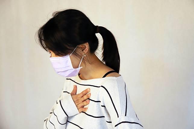 小感冒不能輕忽,醫師提醒除了日常生活把握健康飲食、作息與規律運動以提升免疫力,隨著秋冬季節到來,按時接種流感疫苗也有助預防流感、抵抗病毒入侵