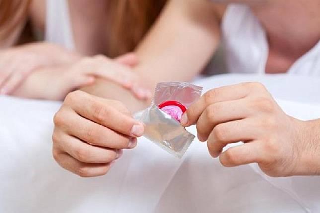 Alat Kontrasepsi Masa Depan: Kondom yang Melumas Sendiri