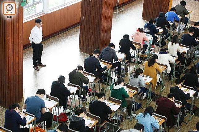 有議員建議教育局就文憑試開考與否要有公布限期。