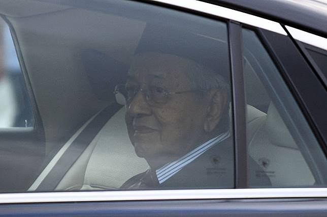 Malaysia's former prime minister Mahathir Mohamad looks on as he leaves the National Palace in Kuala Lumpur on February 24, 2020. - Mahathir resigned February 24 in a move analysts said appeared to be an effort to form a new coalition and block the succession of leader-in-waiting Anwar Ibrahim.