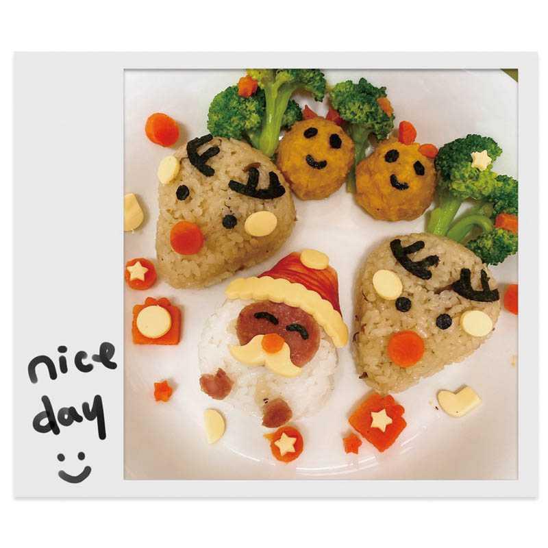 去年聖誕節,陳小菁特製應景的造型飯糰,好讓女兒吃得營養又開心。(圖/陳小菁提供)