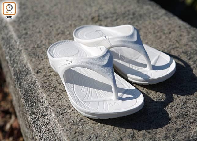 地板不潔,赤腳行走易受感染,史泰祖指,最佳預防方法是「着番對拖鞋」。