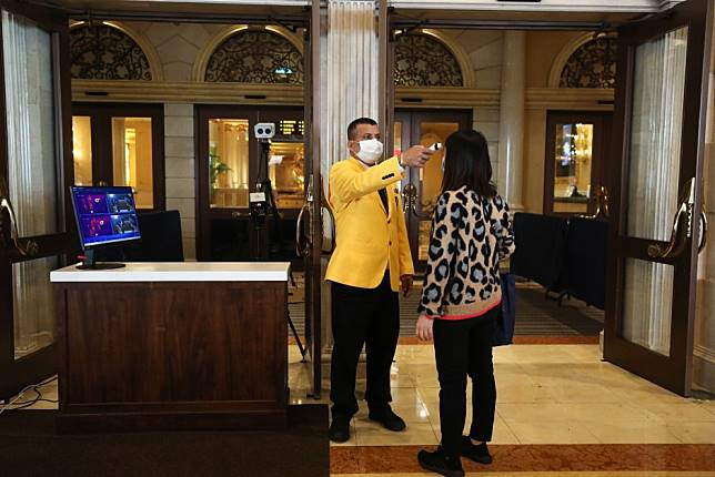 Macau casinos reopen after coronavirus shutdown but gamblers keep their distance