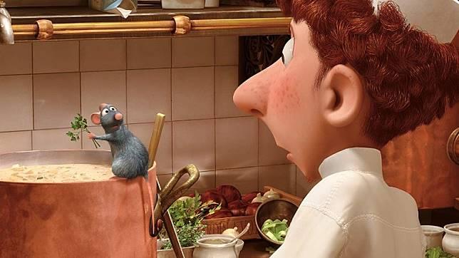 味王與廚師新手闊條麵一起以法國名廚為目標而一起努力,引發無數笑料。(互聯網)