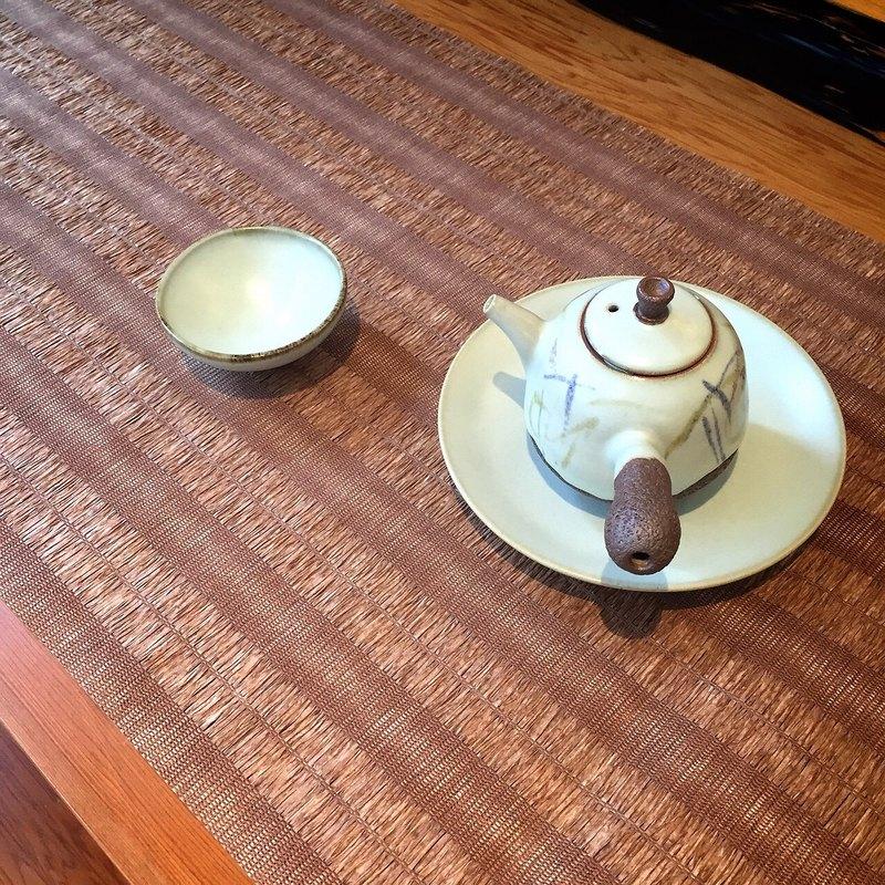台灣紙茶編茶席 - 咖啡色 台灣工藝紙編茶席,適用於茶席,室內裝修,居家佈置,包裝及手工藝品, 紙茶席可水洗不會退色(勿用洗衣機洗喔~~) 百分之百台灣製造,不含甲醛及不含偶氮染料,不會對人體產生過敏