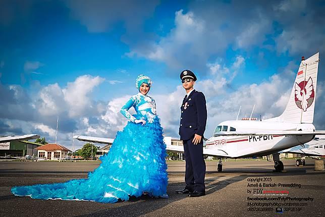 20 Inspirasi Foto Prewedding Kenakan Seragam Profesi