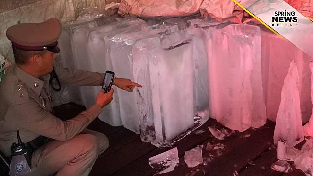 เสมียนโรงน้ำแข็ง รัวปืนใส่ก้อนน้ำแข็งระบายอารมณ์