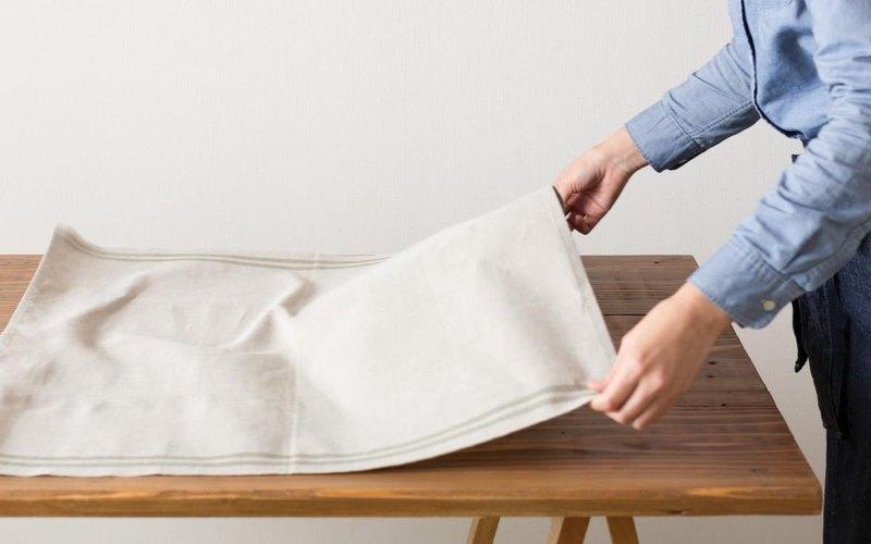 麵團的規劃是相同的,但由於尺寸是65厘米×80厘米,是可以使用的桌布,交叉的內部,因為這種大毛巾的多交叉。 該材料是吸水比棉,快乾高,強度也選擇了一個強大的床單。阿蘇地區的創作者是繼承傳統的近江上布在