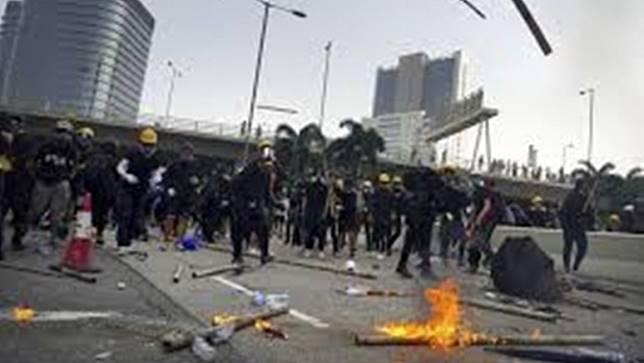 มีการปะทะกันรุนแรงอีกครั้งในการประท้วงที่ฮ่องกง