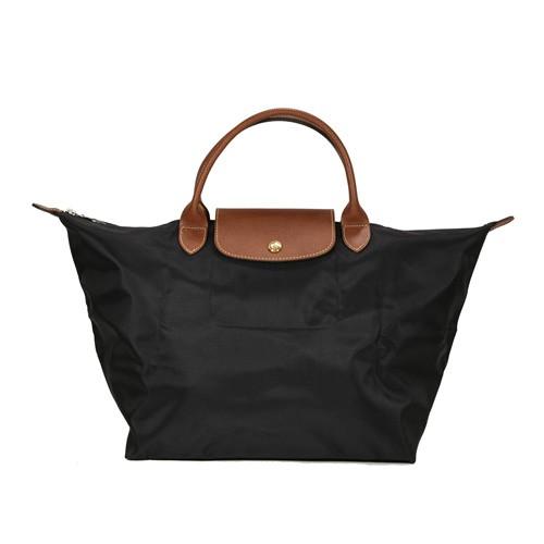 主商品名稱:【Longchamp】Le Pliage 經典尼龍大型摺疊短柄水餃包(001 黑色) 配件: 廠商保證卡x1、原廠材質說明卡x1 材質: 尼龍布+牛皮 尺寸: 底寬30cm*高28cm*厚