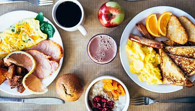 10 นิสัยการกินที่ควรแก้ไข กินถูกหรือผิดวิธีมั้ย ลองเช็คกันหน่อยนะ