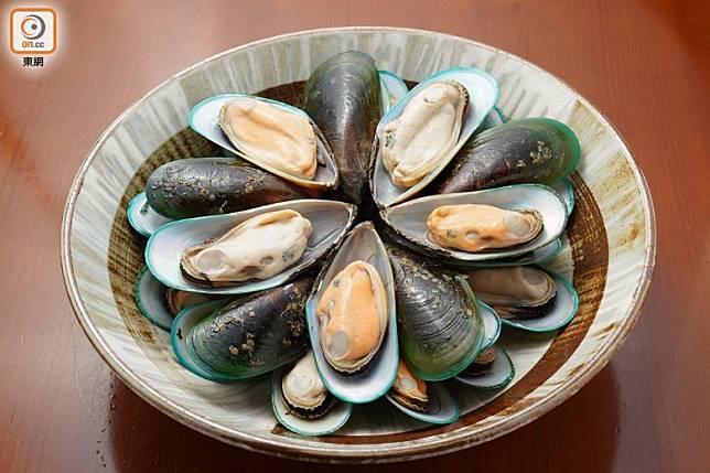 翡翠青口出名肥大肉厚,鮮味雖不及藍青口,但卻非常適合用來做凍盤。(張群生攝)