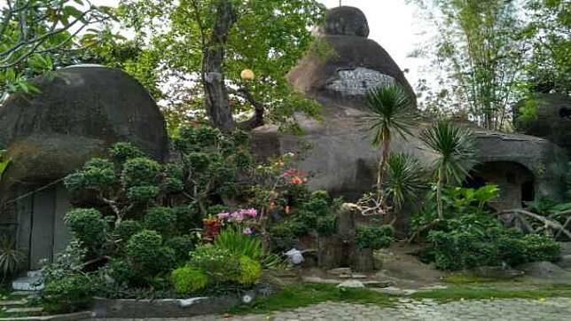 Wisata Religi Masjid Batu Taman Hati Di Cilacap Jawa Tengah