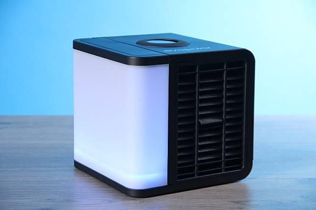 EvaLight Plus提供3色氣氛燈,現於JC Shop有售。(胡振文攝)