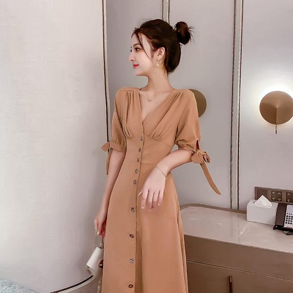 VK精品服飾 韓系復古顯瘦單排扣收腰V領氣質長版短袖洋裝
