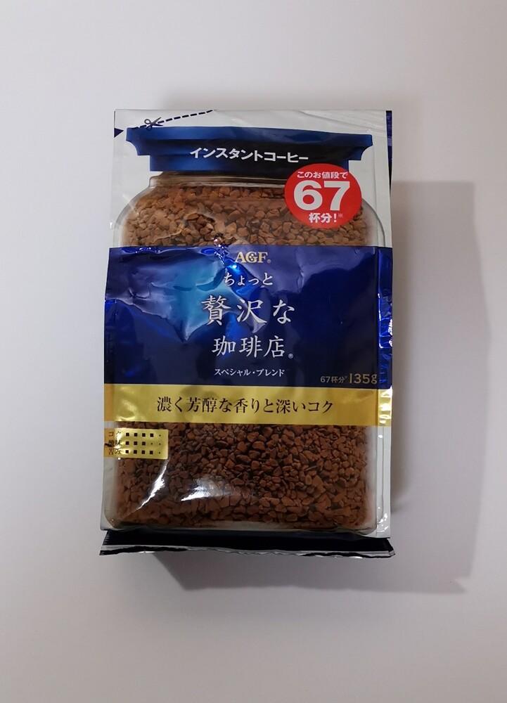 MAXIM咖啡華麗香醇咖啡 即溶咖啡粉135g,可以直接熱水沖泡飲用。 AGF華麗香醇咖啡 咖啡粉320g。需用濾紙,咖啡豆磨粉,不是即溶咖啡粉。有精選咖啡豆(綠),以及特殊混合咖啡豆(金),2種選擇