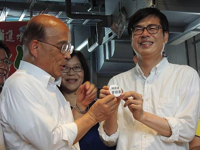 陳其邁與蘇貞昌合體組成「緊衝連線」