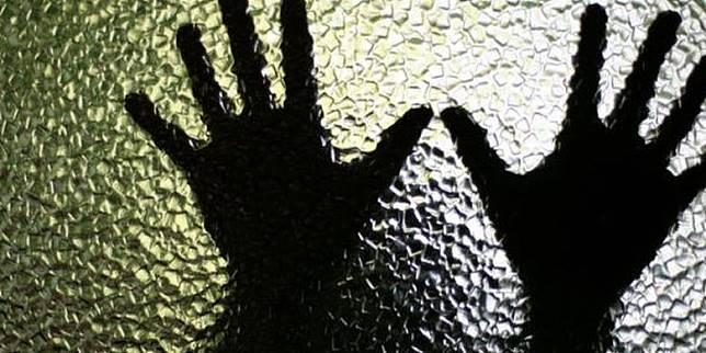 Pasutri Jual Siswi SMP Rp 200.000 ke Pria Hidung Belang, Terbongkar Saat Berbuat Mesum di GOR