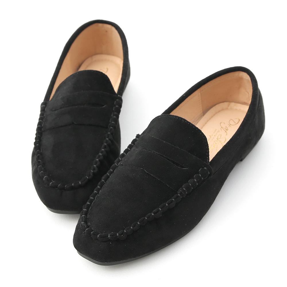 女孩們一定要入手的舒適樂福鞋 簡單的款式具有高度的搭配及實穿性 精緻的手工縫線鞋面讓整體質感大加分 鞋面特別選用柔軟舒適的麂絨材質 多樣色系讓人每一色都好想擁有~ 鞋底使用橡膠防滑底,具有超優的防滑效