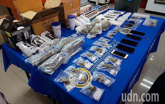 航警局與海關上個月在桃園機場破獲跨國販毒集團,查獲第二級毒品大麻花,總查獲重2247公克毒品 。 記者鄭超文/攝影