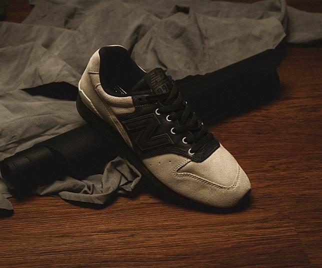 BEAMS plus x New Balance CM996BPA,從Saddle Shoes鞋款中擷取靈感,於灰色麖皮鞋面配搭上黑色牛革,同時鞋舌章、鞋帶及中底亦採用全黑設計,帶出Saddle Shoes味道。即日起至8月15日23時59分於網上登記抽籤,8月16日公布結果。(互聯網)