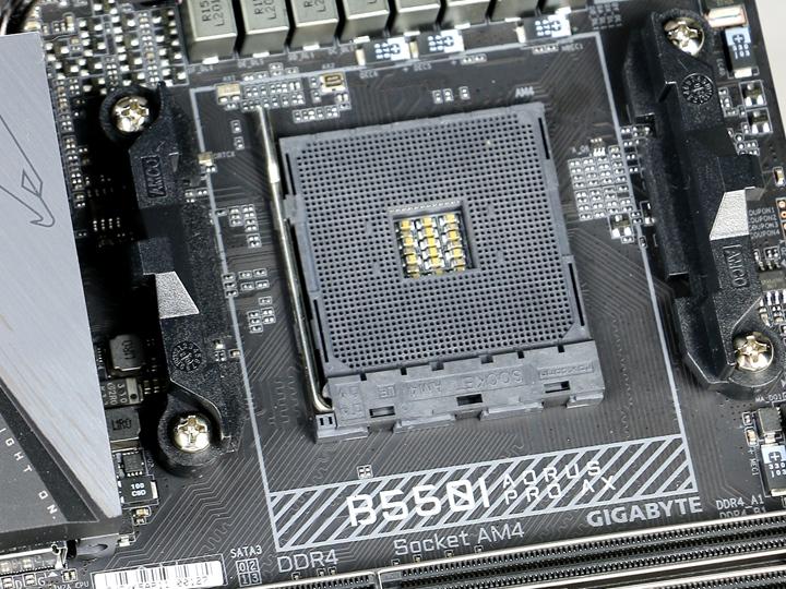 雖然B550I AORUS PRO AX主機板仍是採用AM4處理器插座,但在處理器的支援性部分,只支援Ryzen 3000系列處理器(不含Radeon顯示核心)和下一代的Zen 3架構處理器。
