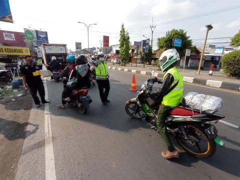Polres Cirebon Kota Putar Balik Pemudik di Jalur Pantura