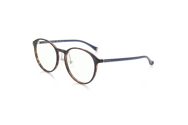 JINS SCREEN系列加入了《多》的Logo及單點圖案,而且是一副抗藍光眼鏡。(互聯網)