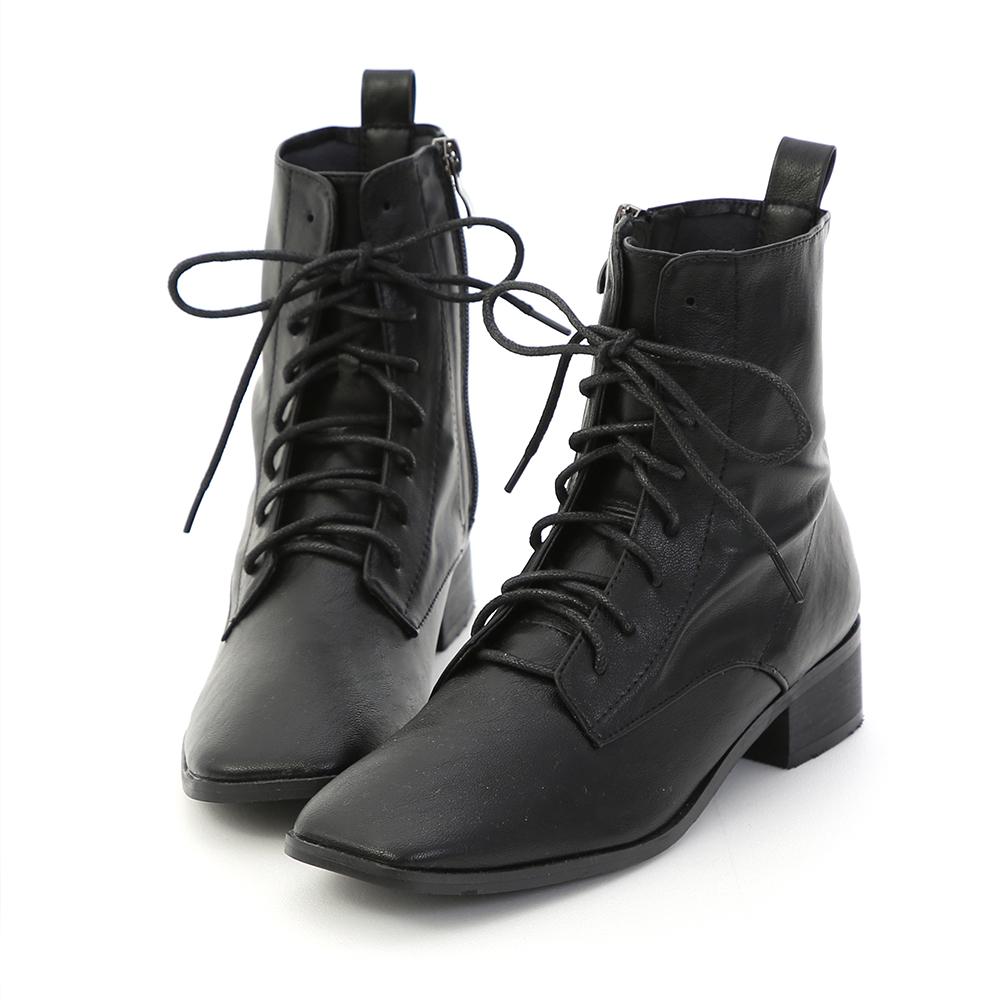 超軟超軟的皮革 一穿就會愛上它! 復古方頭鞋楦是今季時尚主流 簡單的綁帶造型打造隨性感穿搭 3.5cm跟高穿起來格外穩定好走 貼心的側拉鍊設計穿脫省時方便 鞋底選用橡膠防滑底,加強與地面的磨擦力 絕對