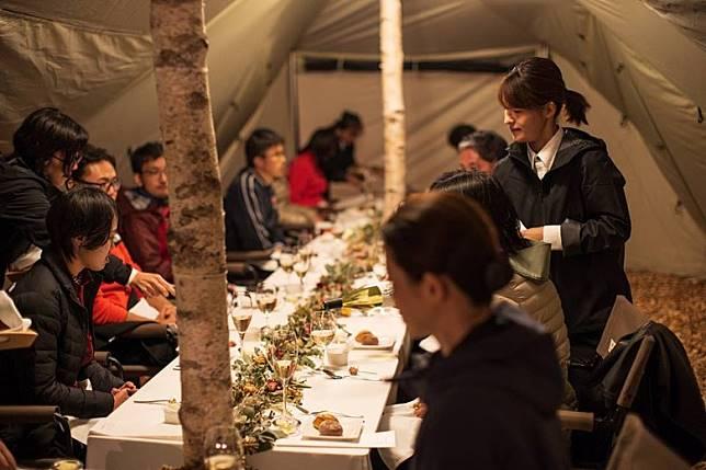 營區內還有由人氣的主廚設計的美食,食材都以長野縣產的肉類及蔬菜為主,還可以搭配長野產的葡萄酒一起品嘗。(互聯網)