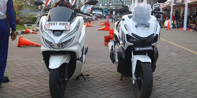 Honda PCX dan Honda ADV 150 (Otosia.com/ Cornelius Candra)