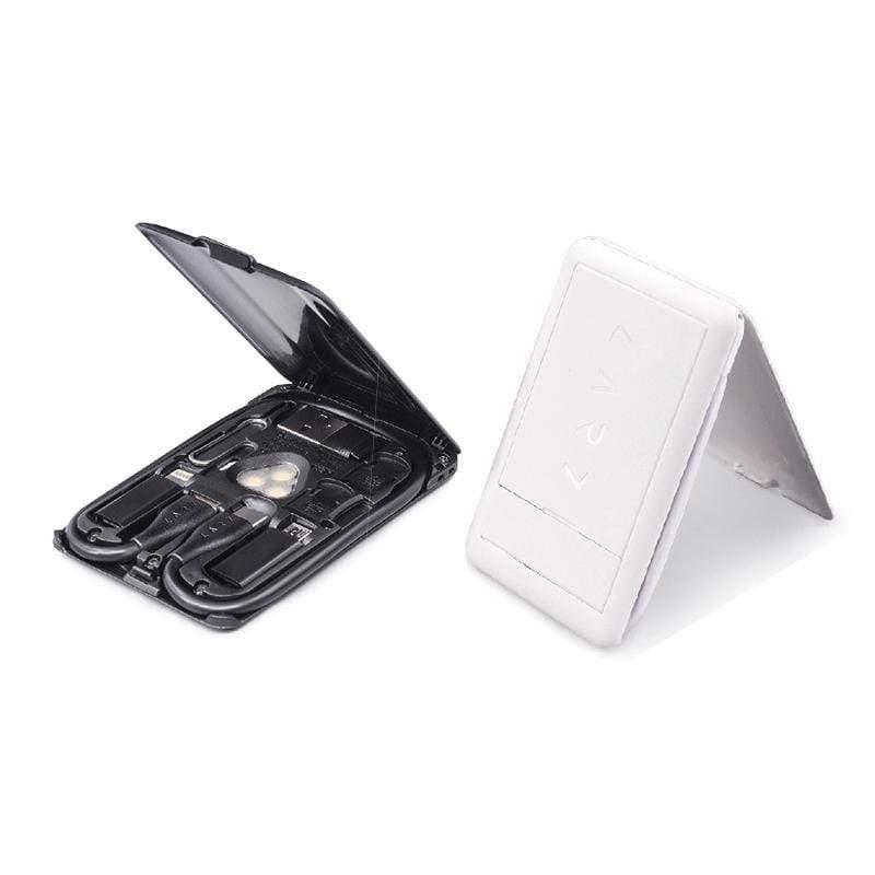 產品特色 多類型充電線 便攜取用的卡片尺寸 無線充電Qi 5W SIM收納工具組 海外旅用超便利 讀卡機功能 手機支架 邊看邊充超方便 環境光源 護眼小幫手 產品介紹 一張卡片 六種Cable 誰比我
