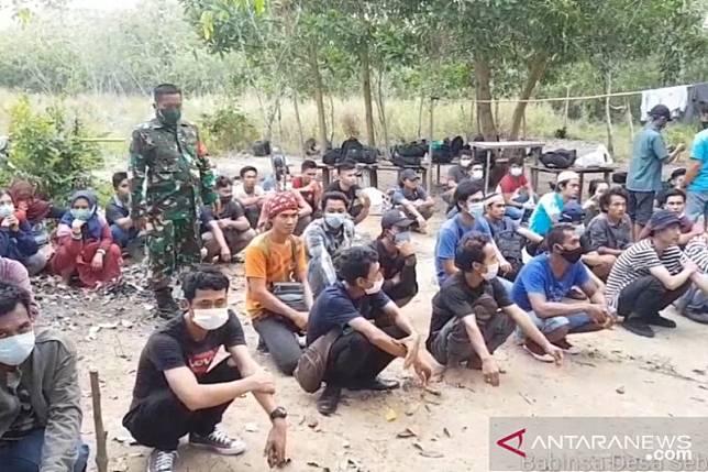 53 TKI dari Malaysia pulang lewat pelabuhan tikus di Bintan