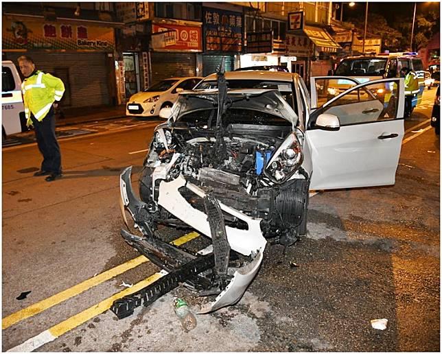 P牌私家車車頭撞毀嚴重。