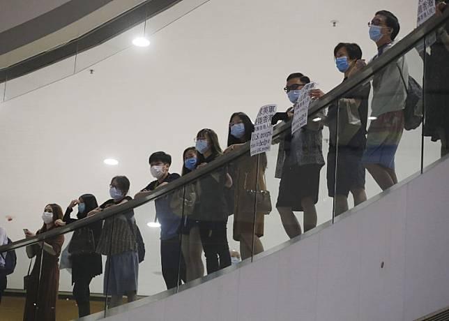 示威者聚集。(李志湧攝)