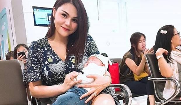 Mama Cantik Anak Satu, Suami Larang DJ Butterfly Nongkrong di Luar Rumah