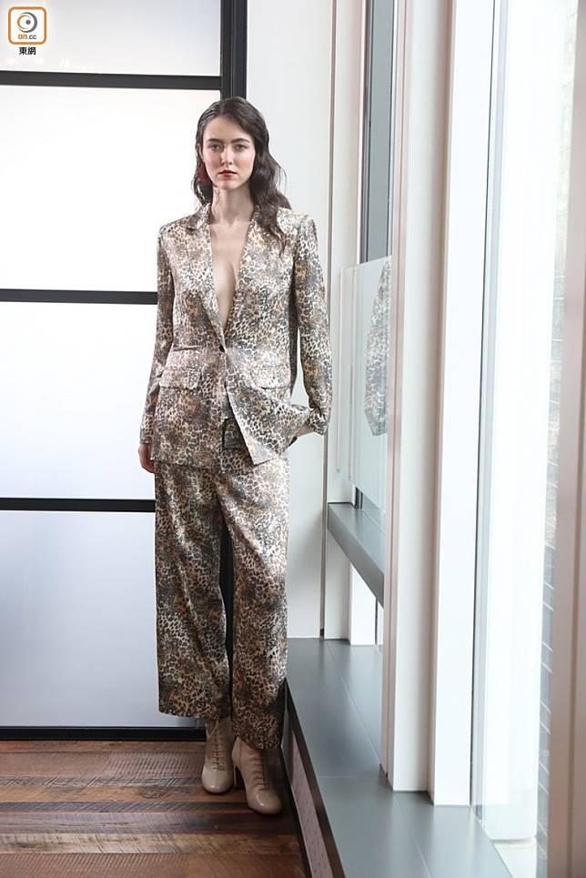 Whistles除了將豹紋融入標誌性的優雅裙裝,也帶來大熱的西裝套裝。(張錦昌攝)