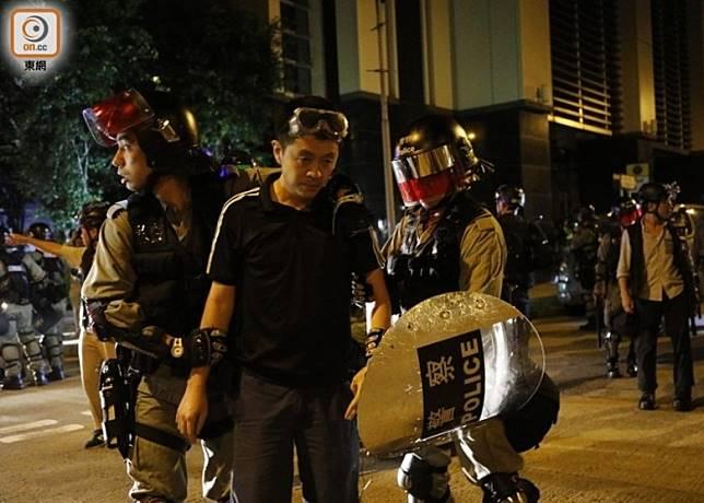 許智峯被警方拘捕。