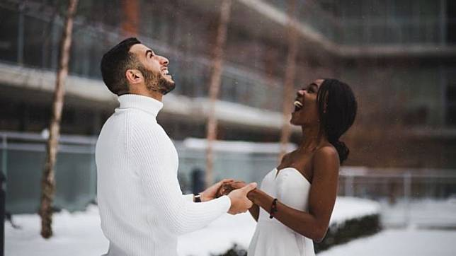 Bukannya Terlambat… Ini 5 Kelebihan Menikah di Usia Dewasa, Jangan Minder Lagi Ya!