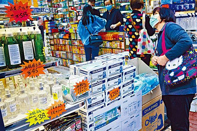 ■市面近日不缺外科口罩及消毒用品,市民毋須搶購。