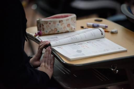 กระทรวงศึกษาธิการเกาหลีใต้ออกคำสั่งไล่ศาสตราจารย์ที่บังคับให้ลูกศิษย์ทำรายงานให้ลูกสาว จนได้เรียนด้านทันตกรรมในมหาวิทยาลัยชั้นนำของประเทศ Ed JONES / AFP