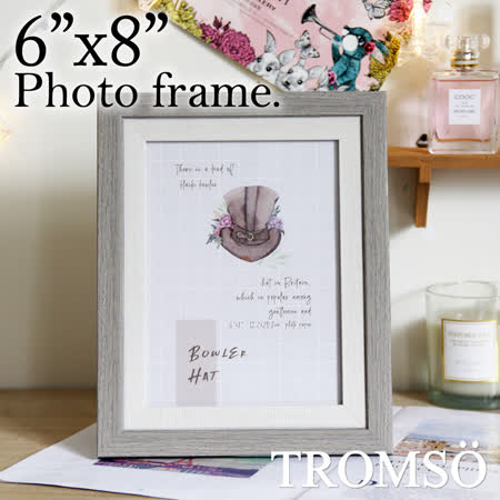 ◆雙色木紋質感,厚度約1.5公分 ◆劍板設計,相框可直接直式擺立 ◆輕量環保材質,高雅相框裝飾