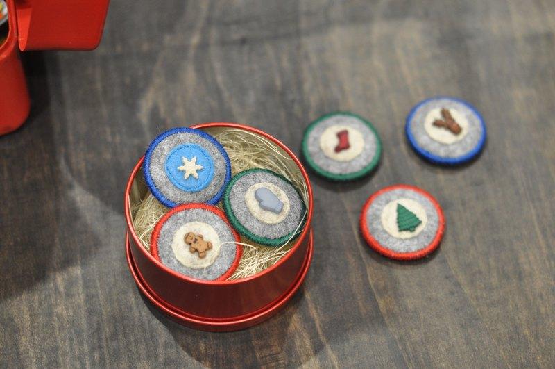 薑餅人手作小徽章別針三入組‧耶誕鐵盒組 尺寸:直徑3.5公分(+-0.3公分)